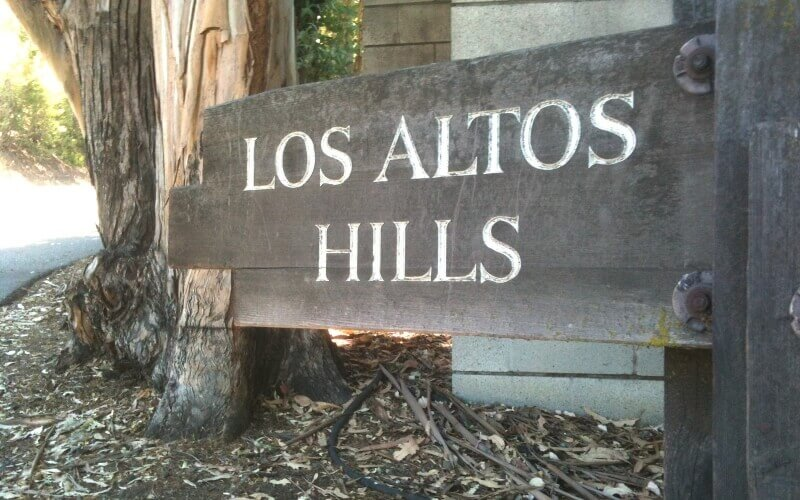 Sign board to help new comers in Los Altos Hills
