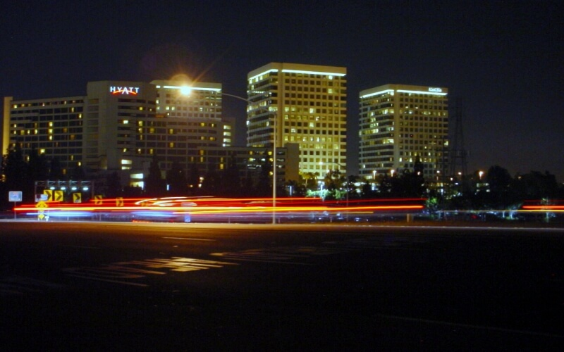 Night view of hotels and roads in Irvine City