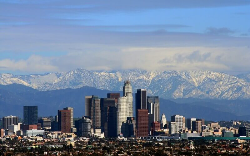 Los_Angeles center with mountains at her back